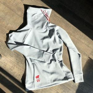 Under Armour Wisconsin Pullover size Small